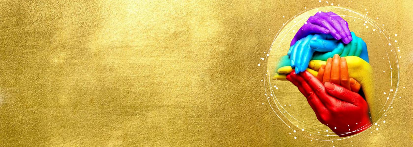 gouden achtergrond met 6 opgestapelde handen in de kleuren rood, oranje, geel, groen, blauw en paars